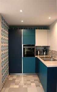 The 25 best cuisine bleu canard ideas on pinterest vert for Kitchen cabinets lowes with papier peint bleu canard