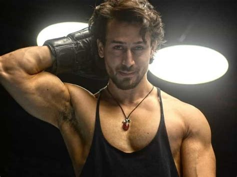Tiger Shroff Biography, Age, Height, girlfriend, sister ...