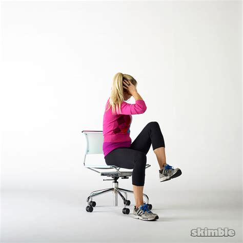 Chair Oblique Crunch by Seated Cross Crunches Exercise How To Workout
