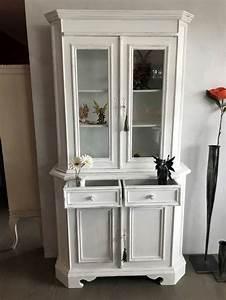 Kommode Weiß Gebraucht : antike kommode mit vitrine vintage weiss kaufen auf ricardo ~ A.2002-acura-tl-radio.info Haus und Dekorationen