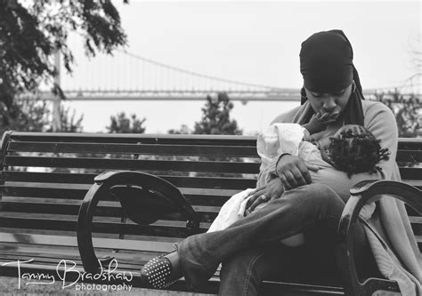 22 Candid Photos That Show How Beautiful Breastfeeding