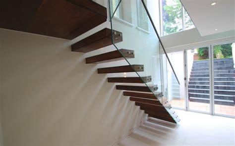 treppengeländer glas innen schicke treppengel 228 nder versch 246 nern das moderne treppenhaus