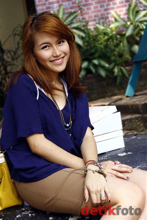 Indonesian Sexy Artist Foto Ayu Ting Ting
