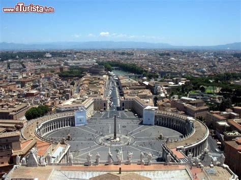 quanto è alta la cupola di san pietro un bel panorama di roma in una giornata di sole