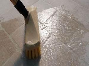 Brosse Electrique Pour Nettoyer Carrelage : 4 astuces de grand m re pour retirer des taches d 39 huile sur du carrelage ~ Mglfilm.com Idées de Décoration