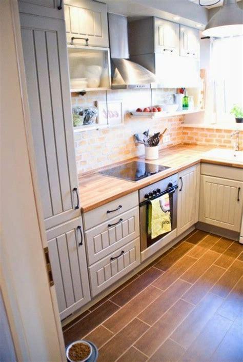 amenager une cuisine de 6m2 17 meilleures idées à propos de cuisine avec sol en