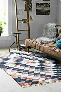le tapis design la meilleure option pour votre chambre design With tapis couloir avec comment réparer canapé cuir déchiré