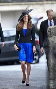 le look officiel bleu en bleu electrique kate brille de With robe de cocktail combiné avec chapeau feutre bleu marine