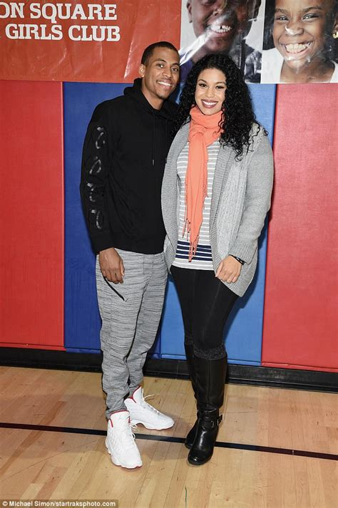 Jordin Sparks Covers Up Her Growing Baby Bump In Nyc