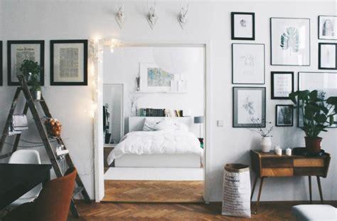 Durchblick Ins Schlafzimmer In Schöner Altbauwohnung In