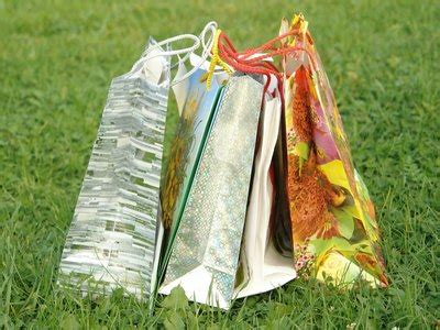 items  put  family reunion gift bags ehow