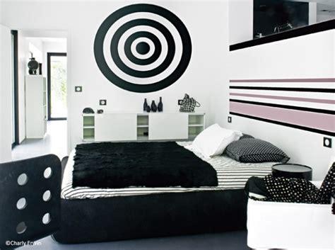 chambre noir et blanche la chambre se refait une beauté décoration