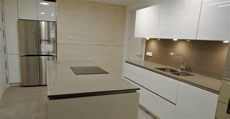 muebles de cocina en laca mate de tacto sedoso modelo avus