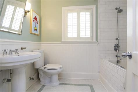 Bathroom With Wainscoting Ideas by Alluring Subway Tile Beadboard Bathroom On Inspiration