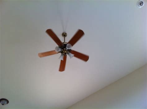 ceiling fan how can i change light bulbs in a fixture