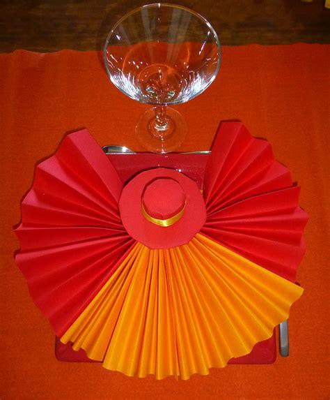 rouleau adhesif cuisine pliage de serviette de table en forme d 39 éventail avec
