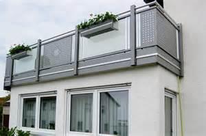 palmen fã r den balkon fabelhafte balkonmöbel für kleinen balkon bild erindzain