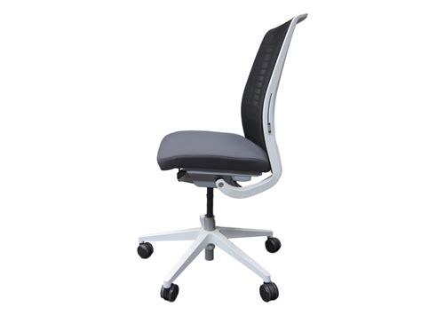 siege steelcase fauteuil steelcase think v2 modèle d 39 expo adopte un bureau