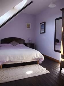 Schräge Wände Gestalten : lila schlafzimmer gestalten 28 ideen f r interieur in fliederfarbe ~ Sanjose-hotels-ca.com Haus und Dekorationen