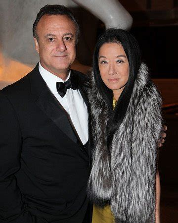 vera wang divorces  arthur becker   years