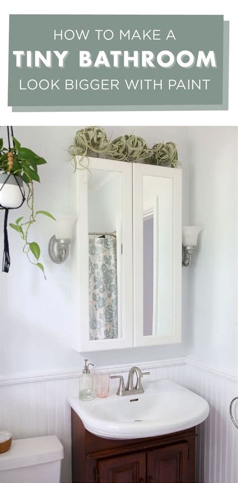 how to make a tiny bathroom look bigger with paint diy