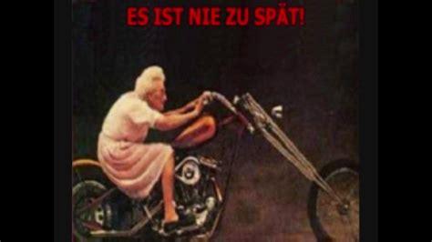 meine oma faehrt im huehnerstall motorrad youtube