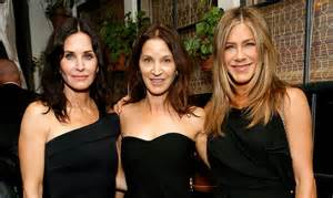 jennifer aniston courteney   netflix celebrate