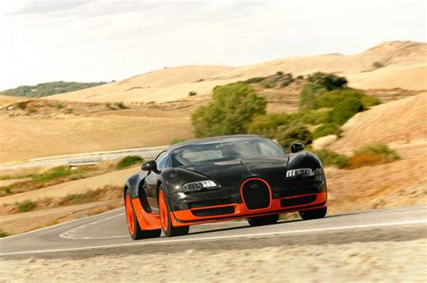 The limited model, veyron super sports (ss) established a new record of speed for serial super cars. 2011 Bugatti Veyron 16.4 Super Sport Gallery 384614 | Top ...