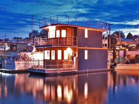 Boat House For Sale Seattle by Oh What A Day Houseboat Lake Union Seattle Houseboat