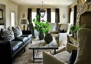 How to decorate a living room with a black leather sofa for Black couch living room