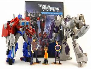 TFW's Transformers Prime First Edition Optimus Prime VS ...