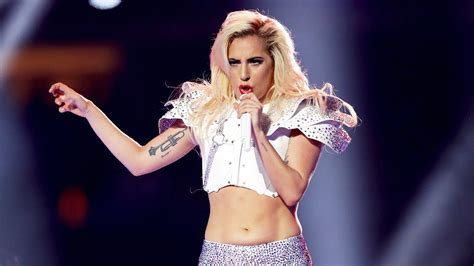 Lady Gaga Got Body Shamed At Super Bowl 51 Fans Defend