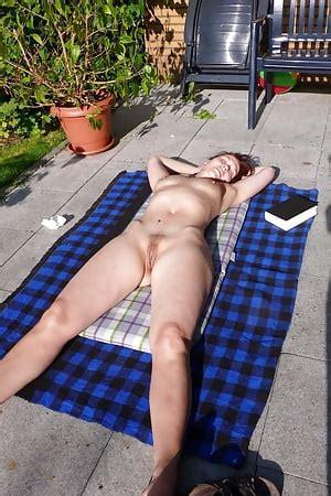 Porn nackt sonnen Nackte Mütter