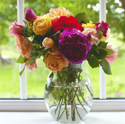 Make Flowers Last Longer In Vase by Vital Tips On How To Make Cut Flowers And Bouquets Last Longer