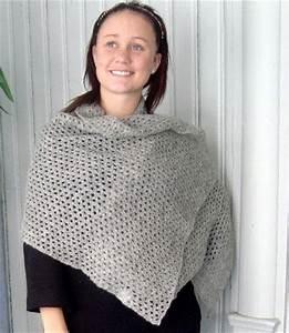 Sticka sjal med hålmönster