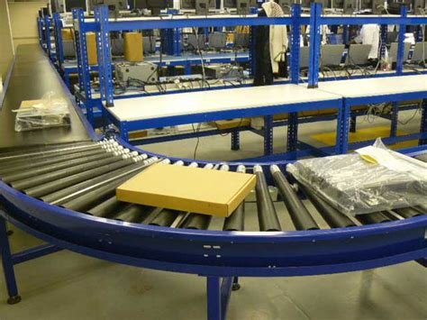 Conveyors And Conveyor Systems For Parcels And Packing