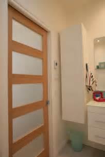 porte de salle de bain vitree am 233 nager une salle de bain d 233 conome