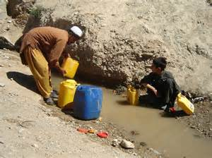 Afghanistan People Getting Water