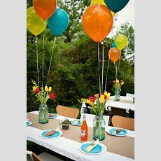 Dekoideen Gartenparty Tischdeko Ballons Blumen