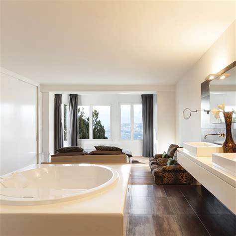 salle de bain ouverte dans chambre aménager une salle de bains dans la chambre