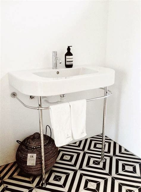 Black And White Tiled Bathroom Floor by Decor Black And White Graphic Patterns Look In Any