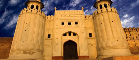List of Historical Forts in Pakistan That You Must Visit ...