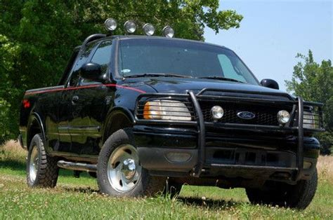 Buy Used 4 X 4 Sport Truck With Kc And Maxtel Off Road