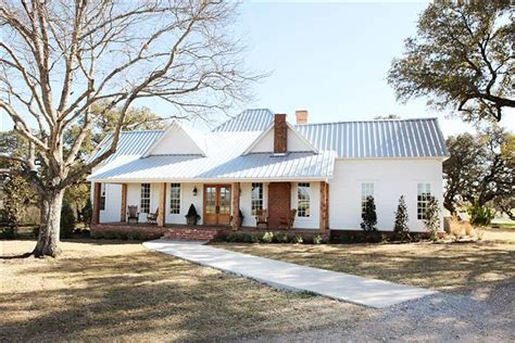 The Farmhouse - Chip & Joanna Gaines' Personal Fixer Upper
