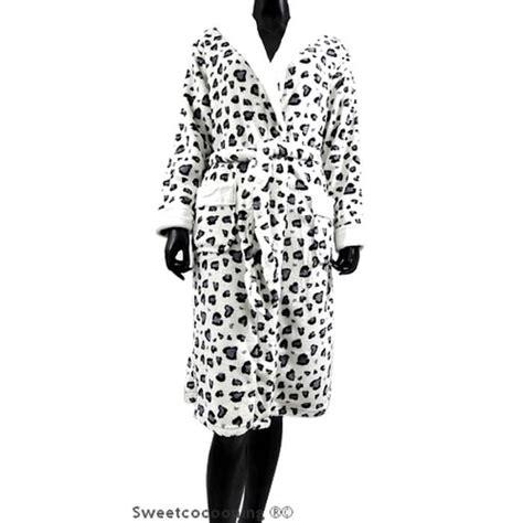 robe de chambre leopard femme robe de chambre femme en pilou chaud léopard gris blanc