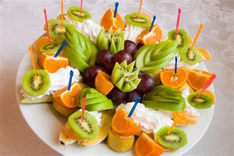 Нарезка фруктов на праздничный стол в домашних условиях. 80 фото