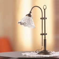 Landhausstil Tischleuchte mit Keramikschirm WOHNLICHT