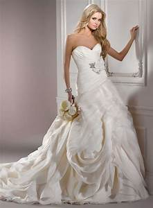 Most expensive wedding dress designers wedding and for Expensive wedding dress designers