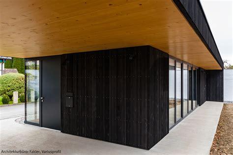Schwarz Holz by Dura Akzent Schwarze Holzfassade Fassade Schwarz
