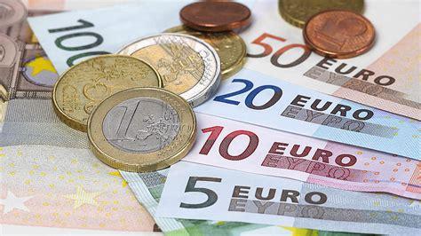 Wo Geld Verstecken by Geld Verstecken Jeder 2 Deutsche Versteckt Sein Geld Zuhause